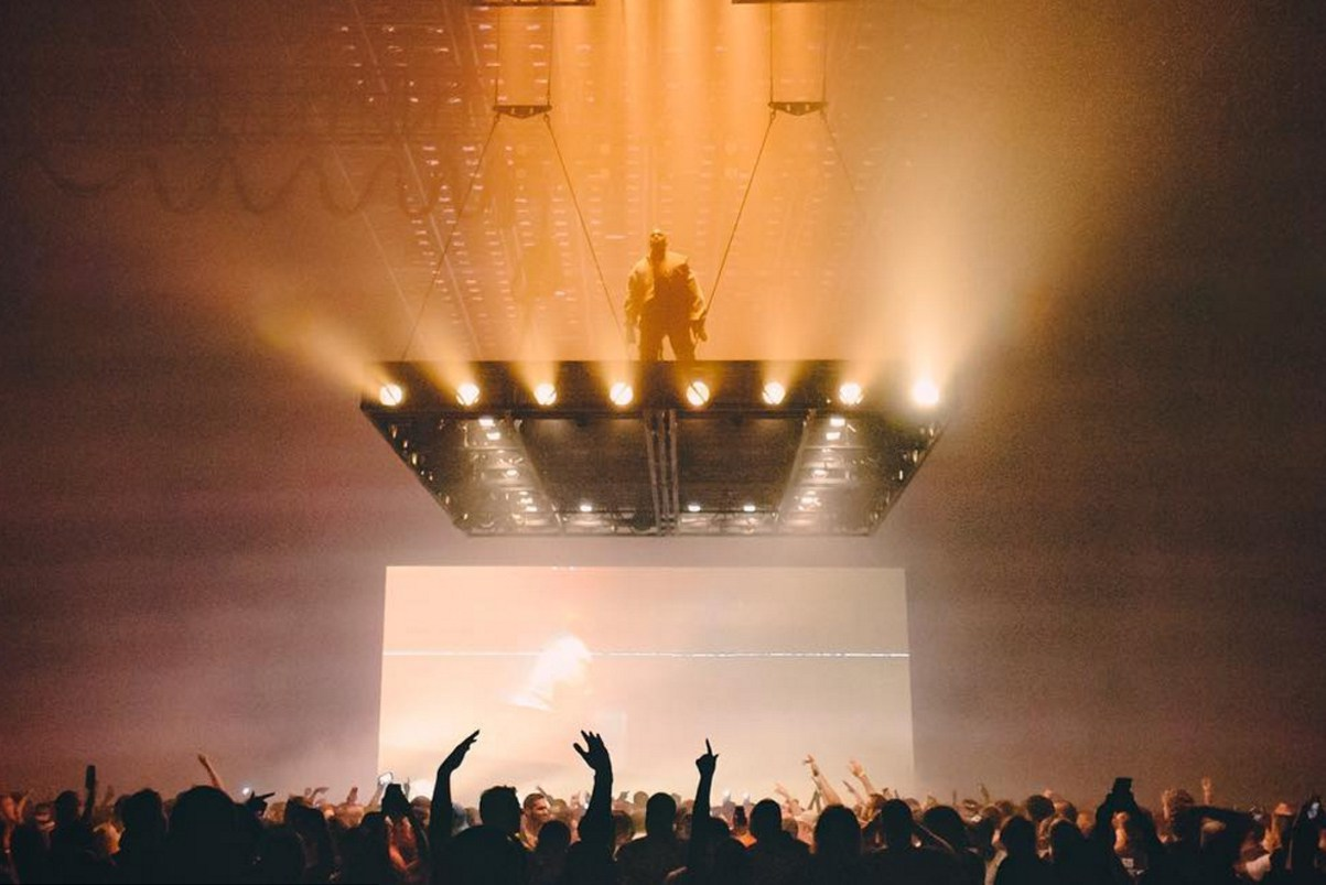 someone-climbed-kanye-wests-floating-stage